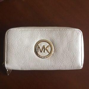 Michael Kors beige wallet